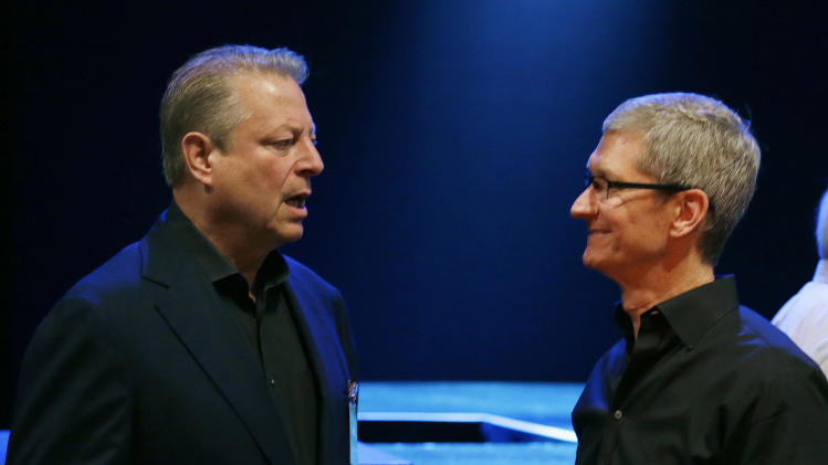 Apple CEO Tim Cook, right, talks with former Vice President Al Gore before giving the keynote address of the Apple Worldwide Developers Conference, Monday, June 10, 2013, in San Francisco. (AP Photo/Eric Risberg)