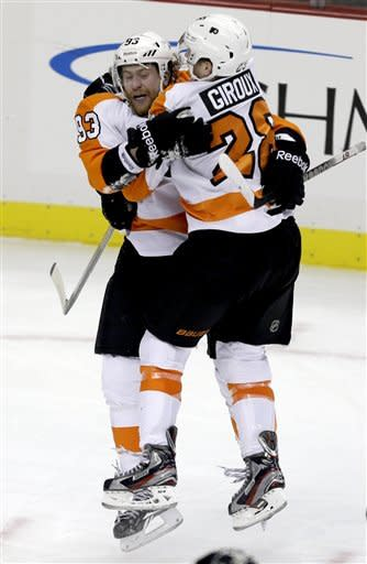 Flyers use late goal to slip past Penguins 6-5