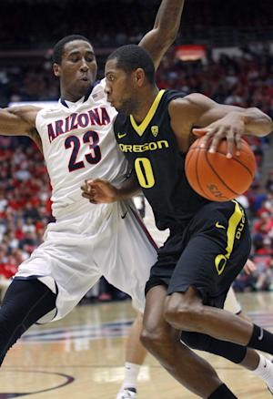 Ducks fade late in 67-65 loss to No. 2 Arizona