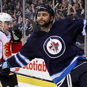 Dustin Byfuglien staying with Jets