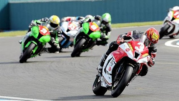 Donington BSB: Kennaugh edges Backlund to clinch Superstock 1000 win