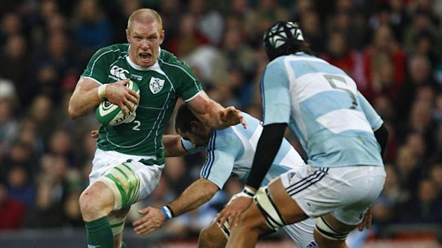 Ireland's Paul O' Connell (L) is challenged by Argentina's Patricio Albacete (R) and Juan Martin Fernandez Lobbe (C) (Reuters)