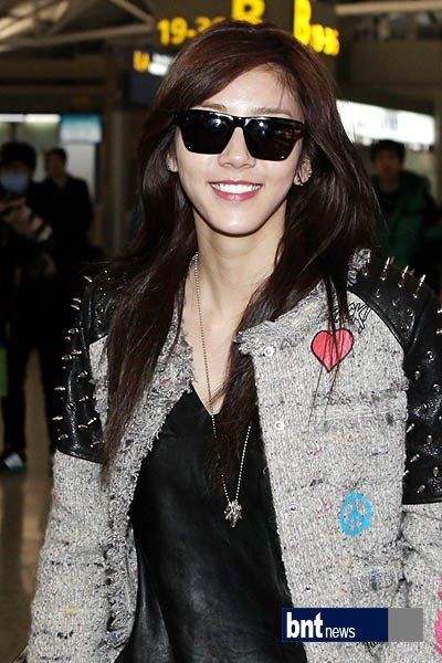 Son Dambi, smile of gold and cute V
