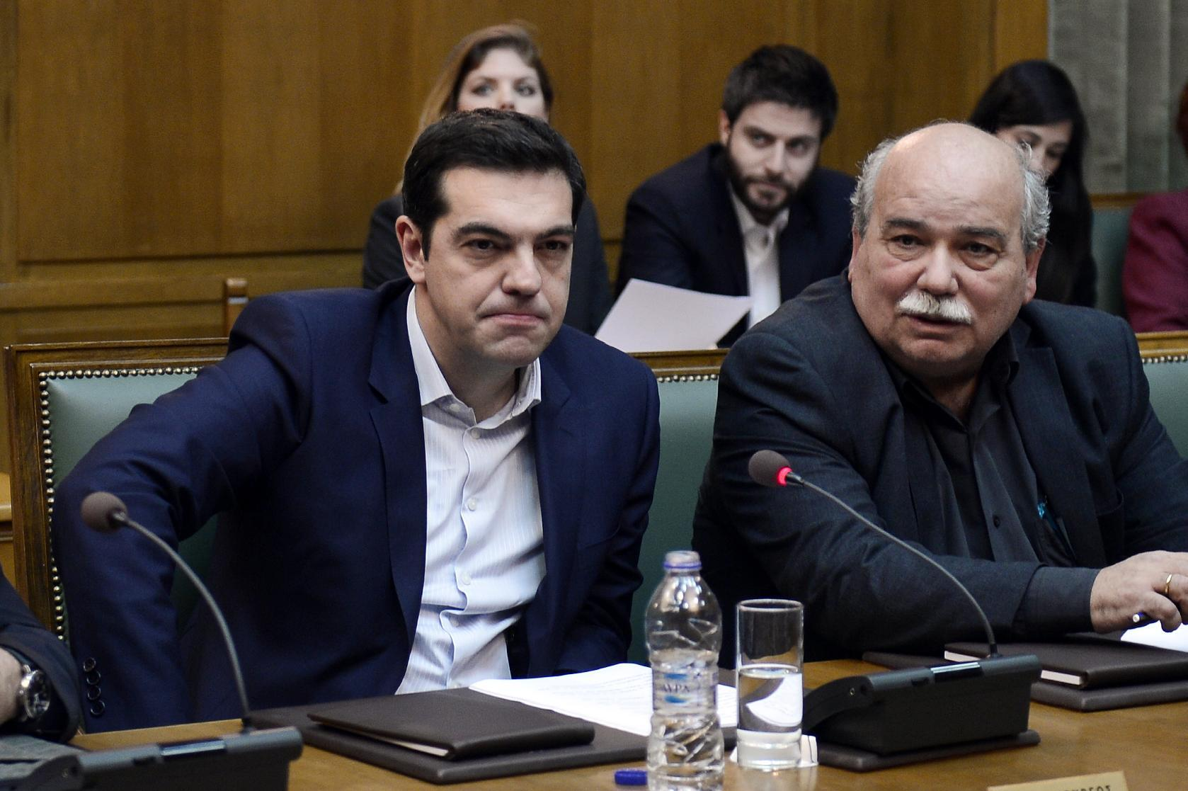 Economic powers warn Greece not to renege on reforms