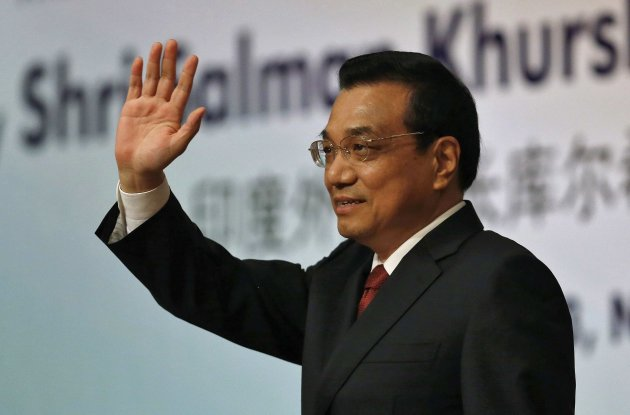 Chinese Premier Li waves to the audience during an event organised by ICWA in New Delhi