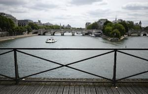 The railings of the Pont des Arts after the 'love…