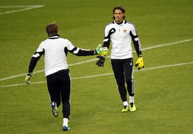 FC Basel's Sommer claps hands with Vailati during a training session in Gelsenkirchen
