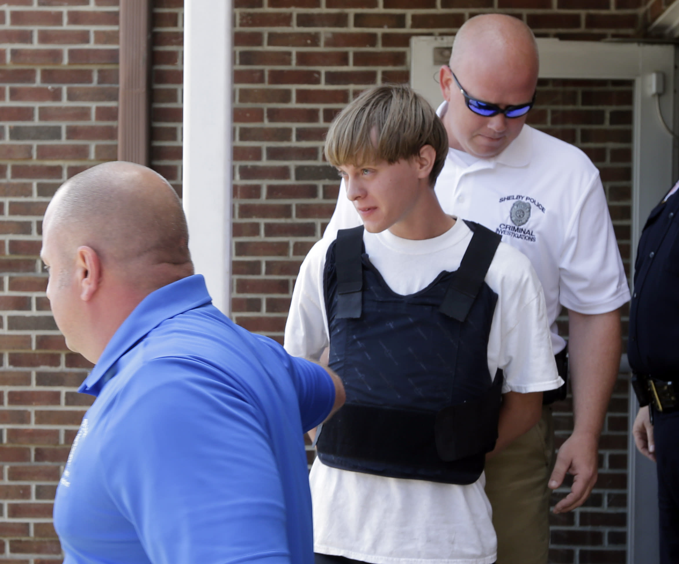 U.S. prosecutors to seek death penalty in South Carolina church shooting