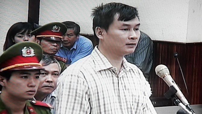 """FILE - In this Oct. 15, 2008 file photo from video frame grab from a TV screen set up in a media room in courthouse, Vietnamese journalist Nguyen Van Hai of Tuoi Tre is seen during his trial in Hanoi,Vietnam. The State Department says a prominent Vietnamese dissident has been freed and will arrive Tuesday in the US. Spokeswoman Marie Harf welcomed the release of Nguyen Van Hai, a blogger who had been serving a 12-year prison term for conducting """"propaganda against the state."""" (AP Photo/Vu Tien Hong, File)"""