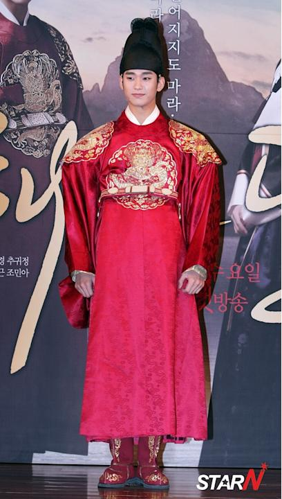 Kim Soo-hyun finishes 'The Moon Embraces the Sun'