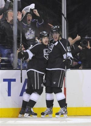 Canucks avoid elimination, beat Kings in Game 4
