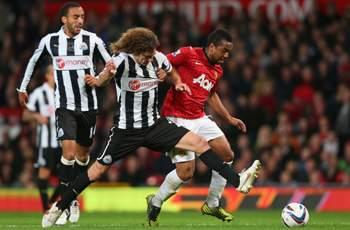 Manchester United 2-1 Newcastle: Anderson and Cleverley strikes see hosts progress
