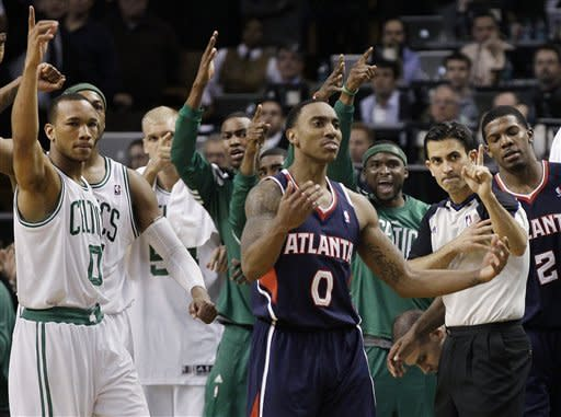 Rondo carries road-weary Celtics to win over Hawks