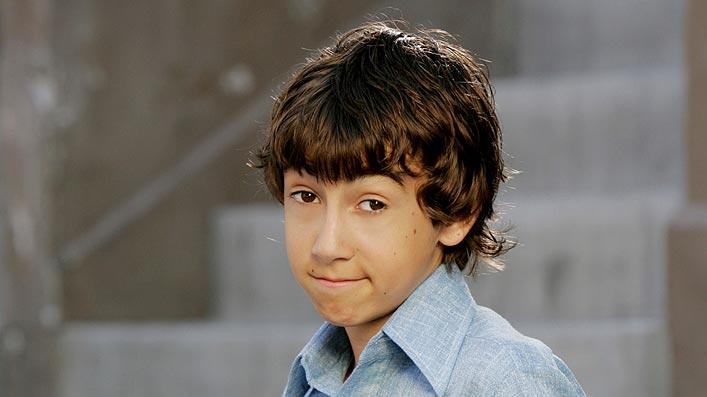 Vincent Martella stars as Greg in Everybody Hates Chris on The CW.