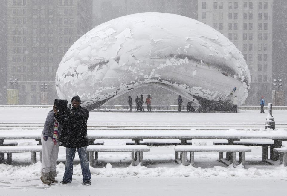 Snow storm barrels through Midwest to Mid-Atlantic