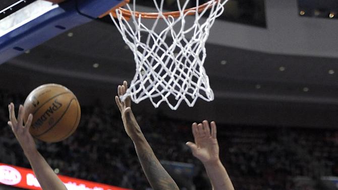 Garnett solid, lifts Brooklyn past 76ers 105-101