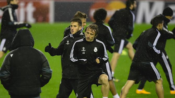 Real Madrid's Luka Modric, center, trains with teammates at Anfield Stadium in Liverpool, England, Tuesday, Oct. 21, 2014. Real Madrid will play Liverpool in a Champion's League Group B soccer match on Wednesday. (AP Photo/Jon Super)