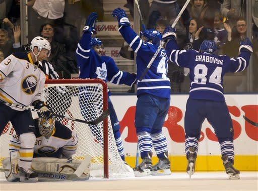 Kulemin helps  Maple Leafs beat Sabres 2-0