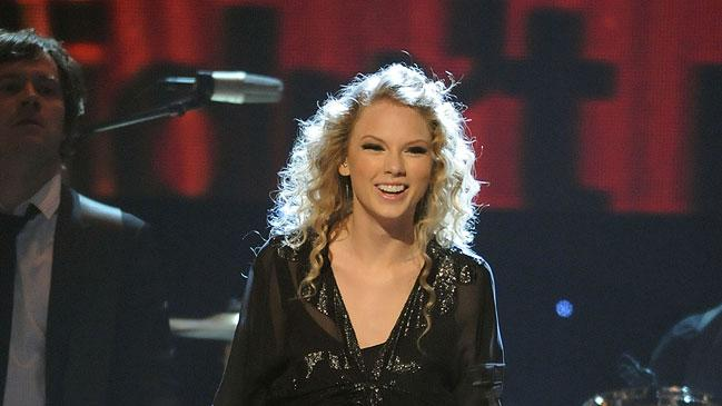 Taylor Swift performs onstage during the 43rd Annual CMA Awards at the Sommet Center on November 11, 2009 in Nashville, Tennessee.