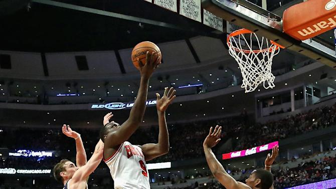 Deng, Boozer lift Bulls to 97-73 win over Jazz