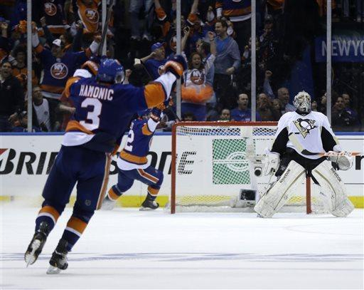 Tavares' 2 goals lift Isles into 2-2 series tie
