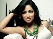 Yami Gautam comes to fan's rescue
