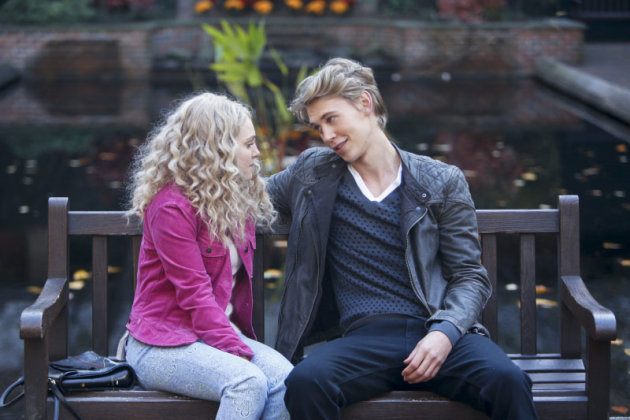 &quot;Read Before Use&quot; -- AnnaSophia Robb as Carrie and Austin Butler as Sebastian