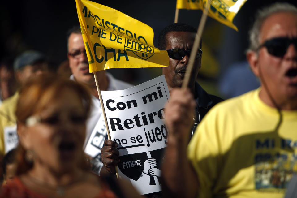 Puerto Rico teeters on fiscal edge over pensions