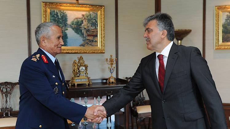 In this photo released by the Turkish Presidency Press Office, Turkish President Abdullah Gul, right, shakes hands with Gen. Mehmet  Erten, Commander of the Turkish Air Force, in Istanbul Turkey, Monday, June 25, 2012. Upon Turkey's request, NATO will hold a meeting Tuesday in Brussels over article 4 of its charter concerning Friday's incident, when a Turkish warplane was shot down by Syria. (AP Photo/Mustafa Oztartan, Turkish Presidency Press Office, HO)