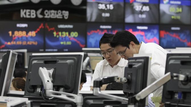 Currency traders work at the foreign exchange dealing room of the Korea Exchange Bank headquarters in Seoul, South Korea, Tuesday, July 31, 2012. The Korea Composite Stock Price Index rose 2.27 percent, or 38.20, to close at 1,881.99.(AP Photo/Ahn Young-joon)