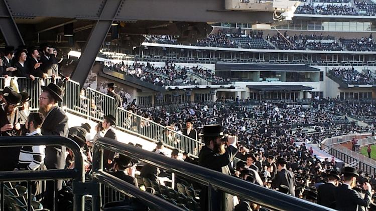 In this photo provided by VosIzNeias.com, Ultra-Orthodox Jews who believe that the Internet threatens their way of life fill New York's Citi Field for an unprecedented gathering on how to use modern technology in a religiously appropriate way, Sunday, May 20, 2012, in New York. (AP Photo/VosIzNeias.com)  MANDATORY CREDIT