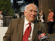 Ed Asner will wieder Theater spielen