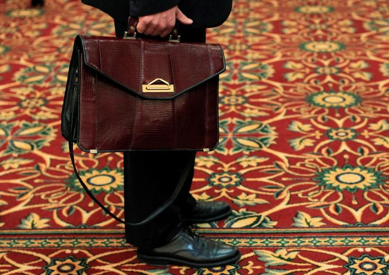 U.S. jobless claims drop from five-month high
