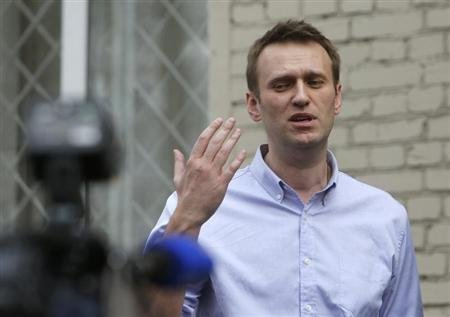 Putin foe Navalny avoids detention during new Russian trial