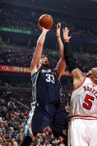 Grizzlies beat weary Bulls in OT, 85-82