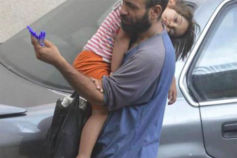 How Two Photos Inspired the World to Help a Single Syrian Dad