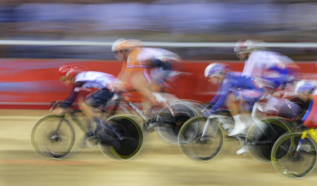 Britain's Laura Trott leads the track cycling women's omnium 10km scratch race at the Velodrome during the London 2012 Olympic Games