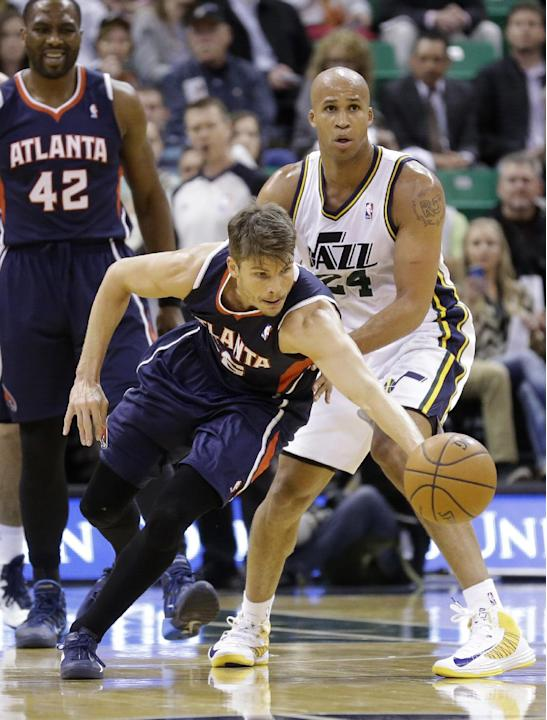 Atlanta Hawks' Kyle Korver, left, reaches for the loose ball as Utah Jazz's Richard Jefferson (24) looks on in the second half during an NBA basketball game Monday, March 10, 2014, in Salt Lak