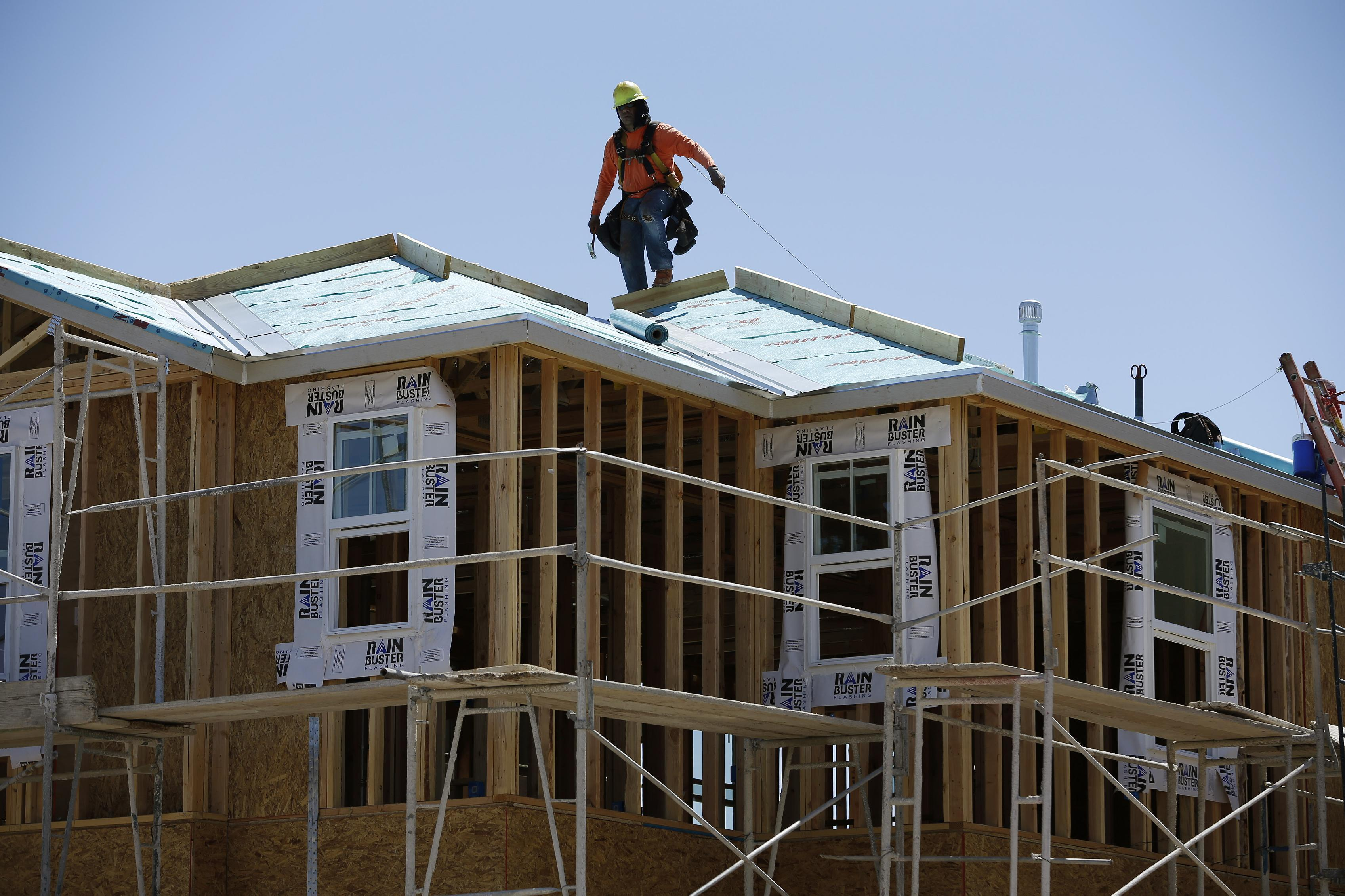 Gauge of US economy jumps 0.7 percent in April