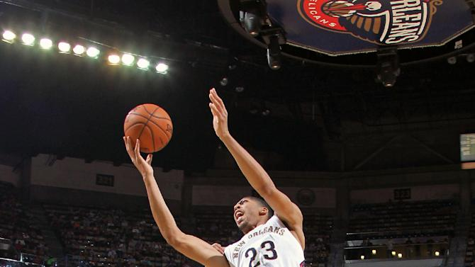 Davis powers Pelicans to 135-98 rout of 76ers