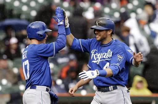 Royals score 5 in 10th, beat Tigers 8-3