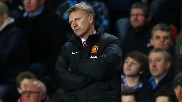 Manchester United manager David Moyes watches from the touchline during their English Premier League match against Chelsea at Stamford Bridge in London, January 19, 2014 (Reuters)