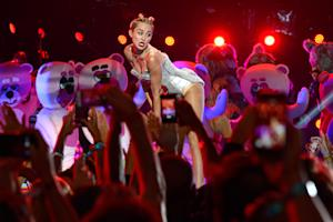 Miley Cyrus to Host and Perform on 'Saturday Night Live'