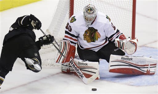 Toews, Hossa lead Blackhawks' 8-1 rout of Stars