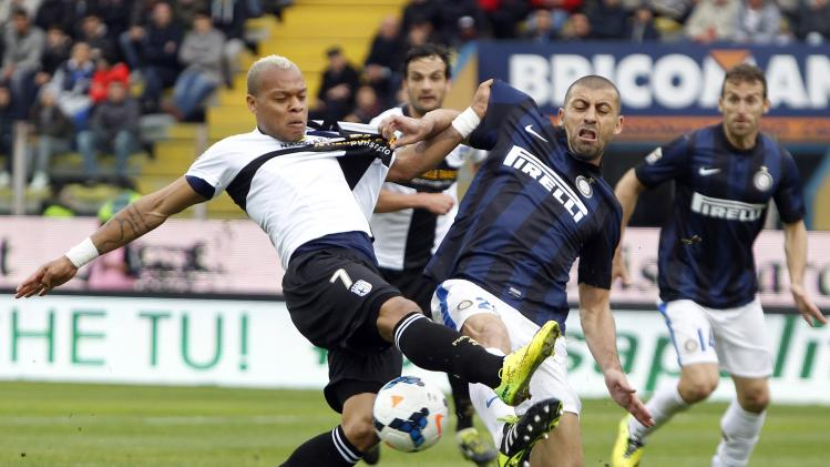Inter Milan's Samuel challenges Parma's Biabiany during their Italian Serie A soccer match at the Tardini stadium in Parma