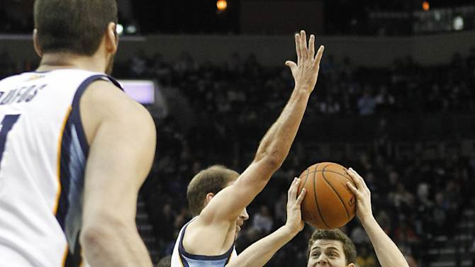 Conley leads Grizzlies past Kings 91-90
