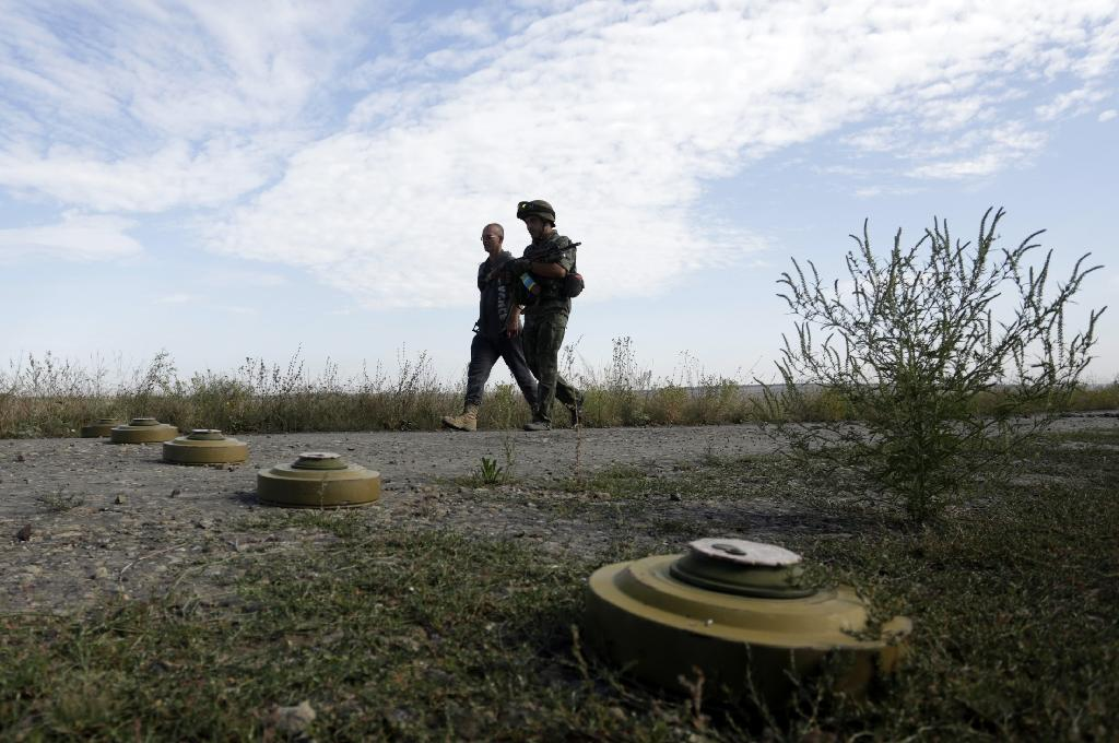 Ukraine clashes kill eight, hurting push for new truce
