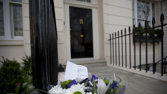 "A floral tribute is seen after being laid outside the home of the late former British Prime Minister Margaret Thatcher in London, Monday, April 8, 2013.  Margaret Thatcher, the combative ""Iron Lady"" who infuriated European allies, found a fellow believer in Ronald Reagan and transformed her country by a ruthless dedication to free markets in 11 bruising years as prime minister, has died. She was 87 years old.  (AP Photo/Matt Dunham)"