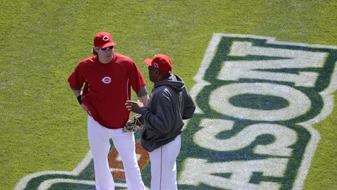 Cincinnati Reds manager Dusty Baker, right, talks with catcher Ryan Hanigan during batting practice prior to Game 4 of the National League division baseball series against the San Francisco Giants, Wednesday, Oct. 10, 2012, in Cincinnati. (AP Photo/Michael Keating)