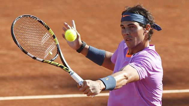 Spain's Rafael Nadal hits a return to Argentina's Federico Delbonis during their men's singles match at the Chilean Open tennis tournament in Vina del Mar city February 6, 2013. (Reuters)